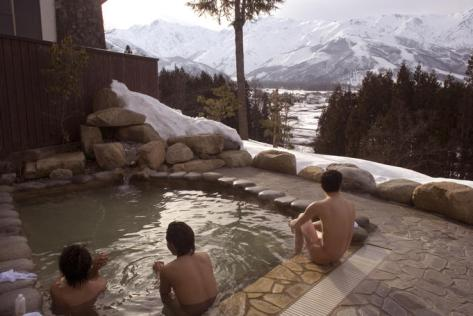 japanese-hot-springs-2